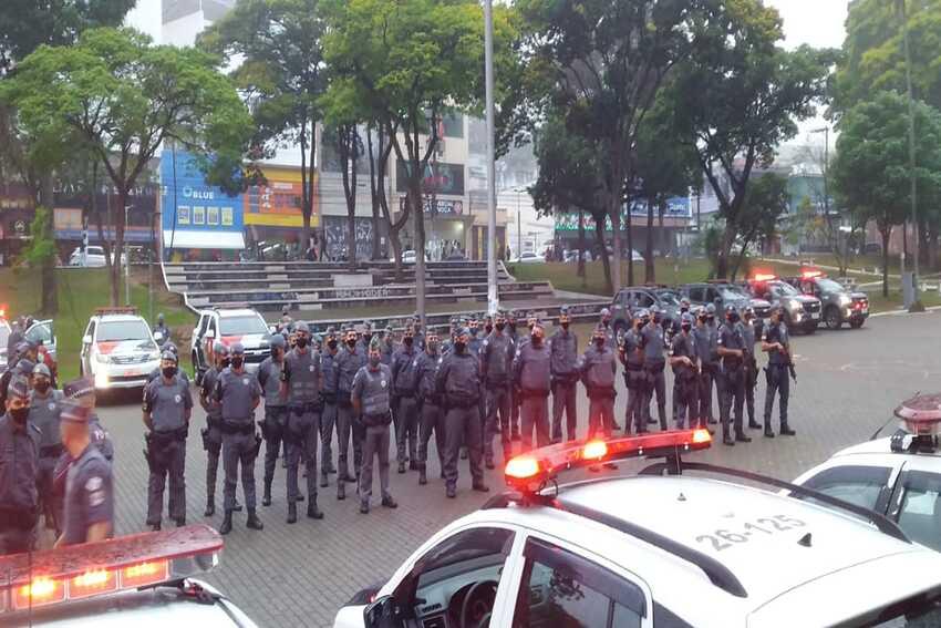 policiais militares durante operação