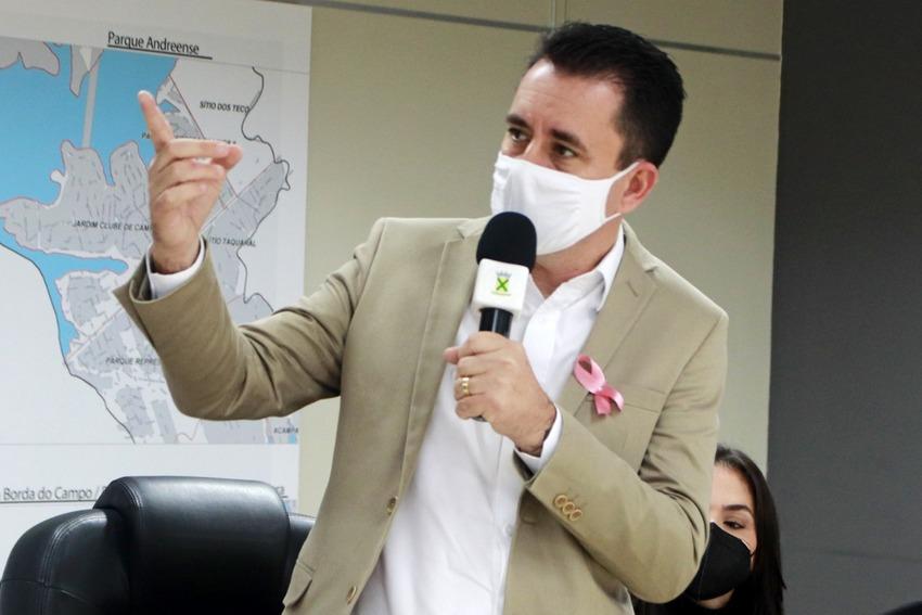 prefeito Paulo Serra discursa em lançamento de aplicativo