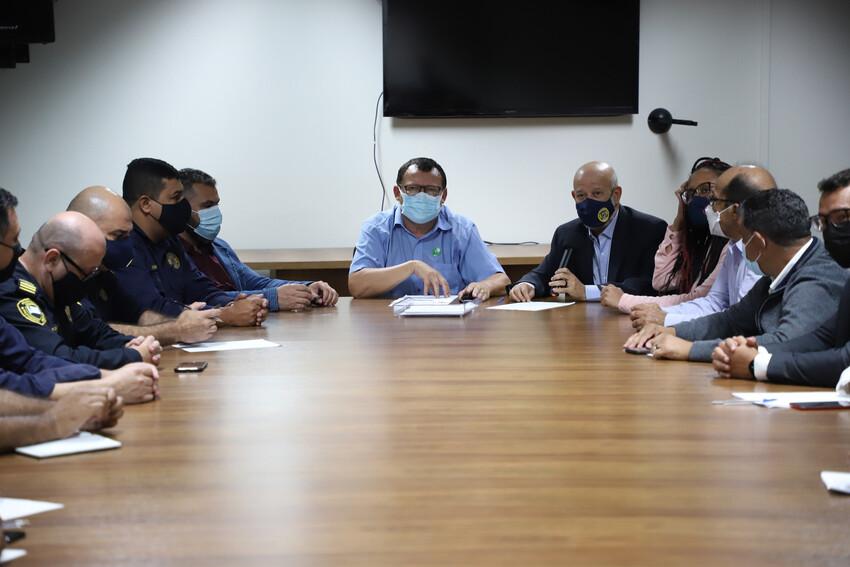 secretários e vereadores de Diadema durante reunião